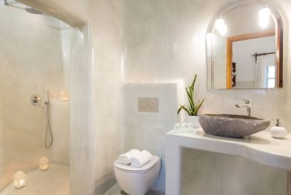 Suite with outdoor jetted tub and caldera view annio bathroom