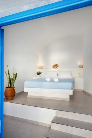 Suite with outdoor jetted tub and caldera view annio bed
